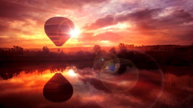 热气球旁的唯美风景壁纸